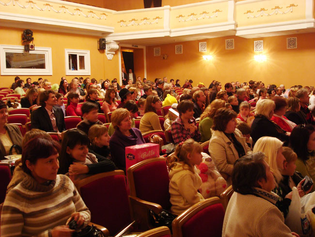 The hall of Ukrainian Theatre of Music and Drama Lugansk